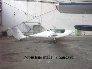 V hangáru